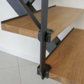 Fabricant-L-escalier-metal-Vertou-Nantes-44-bois-limon-central-quart-tournant_detail2