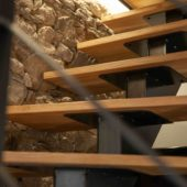 Fabricant-L-escalier-metal-Vertou-Nantes-44-bois-acier-limon-central-quart-tournant-sur-mesure-moderne-2