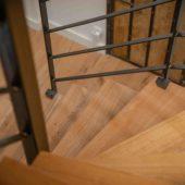 Fabricant-L-escalier-metal-Vertou-Nantes-44-bois-acier-limon-central-quart-tournant-sur-mesure-moderne-3