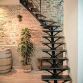 Fabricant-L-escalier-metal-Vertou-Nantes-44-tout-acier-limon-central-retro-bistrot-art-nouveau-moderne-sur-mesure-design-3