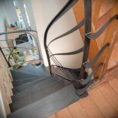 Fabricant-L-escalier-metal-Vertou-Nantes-44-tout-acier-limon-central-retro-bistrot-art-nouveau-moderne-sur-mesure-design-4