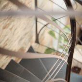 Fabricant-L-escalier-metal-Vertou-Nantes-44-tout-acier-limon-central-retro-bistrot-art-nouveau-moderne-sur-mesure-design-6